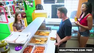 Image RealityKings – Money Talks – (Adrian Maya) and (Alice March) – Hot Dog Stand
